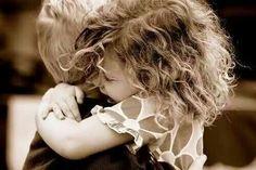 Que se siente amar o estar enamorado?? Para mi... Ser amada por ti... Es paz... Me llena mi alma de felicidad...me brinda esperanzas... Me haces sonreir todo mi ser...y por eso me brillan mis ojitos...
