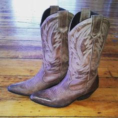 Starting tomorrow at 7pm Kate will be offering a special Country Line Dancing series in Beginner Dance for Adults every Wednesday in June! @kadevonlove #countrylinedancing #countrygirl #country #countrymusic #honkytonkbadonkadonk #cowgirlboots #cowgirl #dance #danceclass #beginnerdanceclass #beginnerdanceforadults #clevelandexoticdance #cleveland #ced #fb