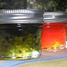 Hot Pepper Jelly. May add 2 tablespoons frozen concentrate apple, pear or white grape juice concentrate. Make red by adding 1/4 cup chopped cranberries. For a quick recipe for hot pepper jelly: Melt 2-1/2 cups apple jelly. Add 2 tablespoons each minced green bell pepper and jalapeños. Add 4 teaspoons cider vinegar. Chill to set. Serve on crackers with cream cheese.