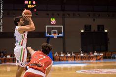 Filippo Bertoldo in azione durante la vittoriosa semifinale di Coppa Italia 2016 Vis Nova Basket - Olimpo Alba