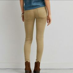 American Eagle super stretch size 2 Jeggings American Eagle super stretch size 2 Jeggings in EUC! Color is a khaki. American Eagle Outfitters Pants Skinny