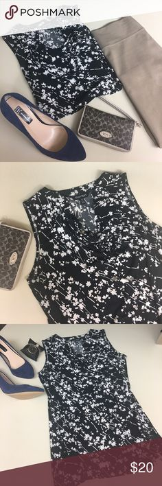 ✨Ellen Tracy-NWOTs beautiful black&white top✨ ❤️Ellen Tracy-NWOTs beautiful black and white patterned top, swoop neckline that is stunning on. Polyester and elastane- stretchy and soft material. Size small but seems like it could also fit medium. Perfect for all the office fashionistas out there- this would be so perfect to pair with a pencil skirt, blazer, and pumps. Dress down with capris and a cardigan for a more casual look💕( pair the blue or black Ellen Tracy pencil skirt in my closet…