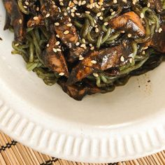Shirataki Noodles & Squid in Ink A Food, Good Food, Shirataki Noodles, Spanish Dishes, Angel Hair, Specialty Foods, Tapas, Spinach, Deli