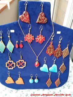 orecchini in ceramica fatti e decorati a mano