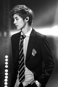 There's only 1 LUHAN in the world and we can't all share this guy!!! - Me: no probs girls lol
