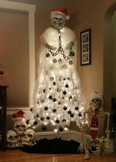 Tagged with halloween, christmas, humanity sucks, no hope; When you love Halloween but Christmas is right around the corner. Halloween Christmas Tree, Merry Christmas, Dark Christmas, Holidays Halloween, Halloween Crafts, Happy Halloween, Halloween Decorations, Christmas Crafts, Christmas Decorations