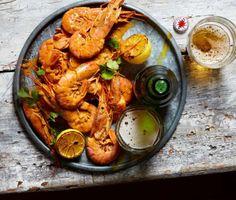 Drunken Prawns (Prawns Nacional) Prawn Recipes, Beer Recipes, Sauce Recipes, Fish Recipes, Seafood Dishes, Fish And Seafood, Peri Peri Sauce, Olive Oil Juice, Chilli Paste