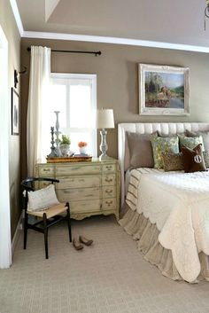 Cool French Country Master Bedroom Design Ideas With Farmhouse Style & cool french country master bedroom design ideas with farmhouse& French Country Rug, French Country Bedrooms, French Country Decorating, Country Fall, Cottage Decorating, Modern Country, Country Christmas, Country Chic, Christmas Decor
