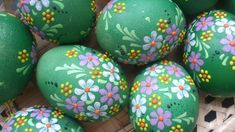 If your creative hands are itching to make super easy and fast craft projects, then this list of easy crafts to make and sell with lots of DIY Egg Crafts, Easter Crafts, Easter Show, Easter Paintings, Easter Wallpaper, Easter Activities, Easter Celebration, Egg Art, Easter Eggs