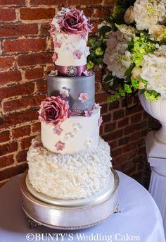 Autumn Wedding by Bunty's Wedding Cakes - http://cakesdecor.com/cakes/260217-autumn-wedding