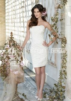 Strapless Short Wedding Dress with Side Flower