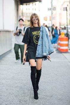 Vuelve la semana de la moda a la Gran Manzana cargada de ideas y tendencias para… Outfits For Teens, Cool Outfits, Casual Outfits, Street Style Looks, Blouse Styles, Modern Fashion, Style Nanda, Celebrity Style, Rock Tees