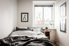 helles kleines Schlafzimmer