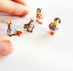 Miniature Beatrix Potter Figurines / Miniature Peter Rabbit / Miniature Jemima Duck / Dollshouse Beatrix Potter / Scale 1:12 Peter Rabbit