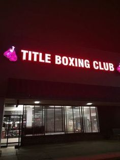 TITLE Boxing Club Schaumburg - it's been years but I still love this place! What a killer workout, thanks Eric for 21 of 30! Almost done!!!!!! #joyoffitness #fitnessmom Edan Joy Gelt