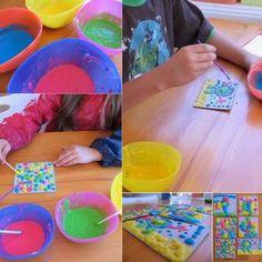 como hacer pintura Ingredientes: - 3 cucharadas de azúcar - 1 cucharada de sal - 1/2 taza de almidón - 2 tazas de agua - colorantes vegetales a elección
