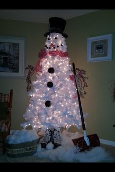 White Christmas Tree Snowman❤ I'm going to do this with a smaller tree next year!