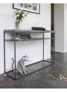 #Regal #Perspective aus #Beton und #Stahl. Schlicht und elegant. Jetzt bei #minimalinteria https://www.minimalinteria.de/lyon-beton/135-perspective-console-with-shelf.html