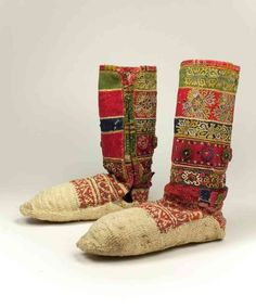 Croatia, century In many Balkan countries, sock knitting was historically… Wool Socks, Knitting Socks, Hand Knitting, Knitted Hats, Costumes Around The World, Traditional Fashion, Traditional Clothes, Tribal Dance, Country Fashion