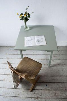 Grijsgroen kleutertafeltje met stoeltje - Firma Zoethout_2.jpg