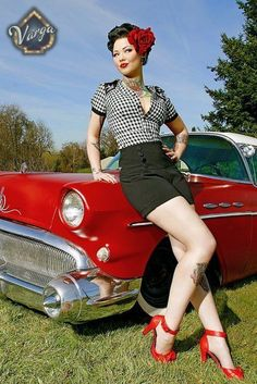 Classic Cars and Vintage Pin-up Poses Gallery can find Pin up and more on our website.Classic Cars and Vintage Pin-up Poses Gallery 6 Pin Up Vintage, Retro Pin Up, Vintage Mode, Looks Vintage, 50s Pin Up, Vintage Black, Vintage Style, Retro Vintage, Moda Rockabilly