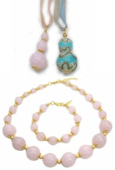 Glamorous Murano glass handmade pendants with big round beads, size mm.50x20. Some with gold decoration, mm.50x25. Venetian bead makers produce glass beaded jewelry wholesale with a rich work of relief decoration, also with style in gold leaf. Handmade necklace made from big round pink glass beads (mm.22) and matching bracelet. Round beaded elements with large hole to be used as jewelry charms.