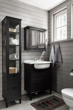 Kauniit materiaalit wc-tilassa Toilet Plan, Double Vanity, Interior Design, Bathroom, Home Decor, Tila, Scrap, Cabin, Decoration