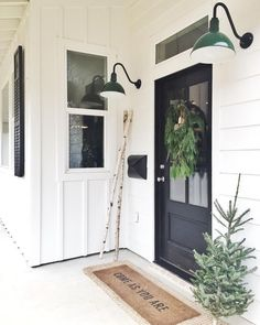 Awesome 50 Beautiful Farmhouse Front Porch Decor Ideas https://crowdecor.com/50-beautiful-farmhouse-front-porch-decor-ideas/ #FarmhouseLamp