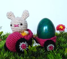 "Eggmobil - Free Amigurumi Pattern German and English - PDF Format - Click to "" Eggmobile with Trailer"" at the end of the post (Blue letters) here: http://amilovesgurumi.com/2015/03/15/the-eggmobiles/ Baby Bunny Pattern here: http://amilovesgurumi.com/2015/02/02/how-to-make-a-baby-no-not-what-you-think/"