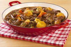 A magyar konyha kedvencei a szaftos húsos-zöldséges raguk, amelyek nagyon jól kombinálhatók, többnyire gyorsan és nagy mennyiségben megfőzhetők, ezért vendégváráskor, vagy népes család esetén is bevethetők. Íme 13 recept, amit érdemes kipróbálni!