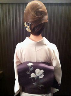 Low Twisted Ballerina Bun - 30 Quick and Easy Updos You Should Try in 2019 - The Trending Hairstyle Trending Hairstyles, Bun Hairstyles, Pretty Hairstyles, Loose Ponytail, Hair Arrange, Japanese Hairstyle, Asian Hair, Updos, Bridal Hair