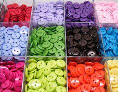 Набор разноцветных пуговиц для рукоделия. Нашла здесь - http://ali.pub/lcqnx