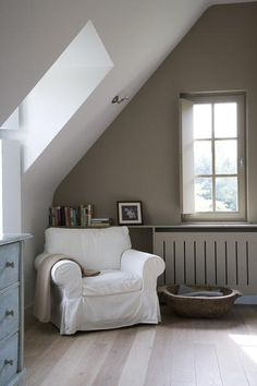 Reading corner in the bedroom. Reading corner in the bedroom. Attic Rooms, Attic Spaces, Modern Country, Country Living, Cozy Bedroom, Master Bedroom, Banquettes, Cozy Corner, Living Spaces