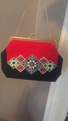 Bilderesultat for handplagg hardanger Hardanger Embroidery, Drops Design, Sonia Rykiel, Rwby, Scandinavian Design, Shoulder Bag, Fashion, Baggers, Moda