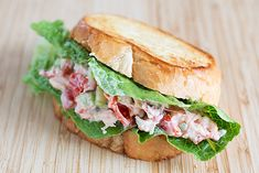 How to Make a Classic Lobster Roll