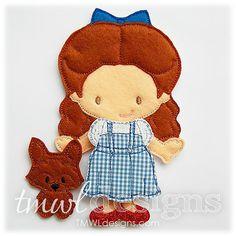 Dorothy fieltro muñeca de papel 5 x 7 Este diseño de muñeca de papel de fieltro de mago de Oz es un juguete tranquilo y portátil ideal para su hijo. La diversión recuerdos que tenía como un niño construyendo tus muñecas de papel se pueden hacer ahora con fieltro! Simplemente coloque