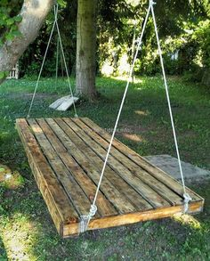 simple pallet wooden swing