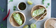 Den klassiske kålruletten har tatt seg en tur til Østen og piffet opp både utseende og smak. Oppskrift på asiatiske kålruletter med nykål.