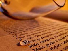 """Nesta quinta, dia 18, o caldeirão do Salgueiro vai ganhar pitadas de poesia com a primeira edição do sarau """"Quinta Poética"""" . A ideia é reunir poetas, compositores e apreciadores de música e poesia na mercearia Caliel, que vai abrir suas portas para o evento uma quinta por mês. Todos os formatos e gêneros de...<br /><a class=""""more-link"""" href=""""https://catracalivre.com.br/rio/agenda/gratis/quinta-e-dia-de-poesia-no-salgueiro/"""">Continue lendo »</a>"""