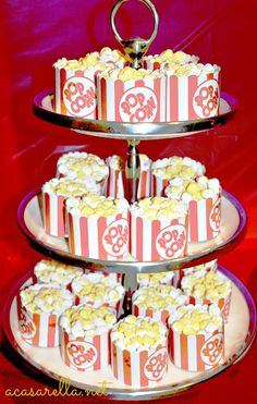 Super cute for a Movie theme birthday party... 'A Casarella: Popcorn Cupcakes