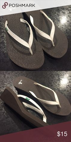 Sanuk yoga mat wedge sandals. white/brown. size 8. White strap with brown bottom. Sanuk yoga mat flip flop wedge sandal. Size 8. Great condition! Sanuk Shoes Sandals