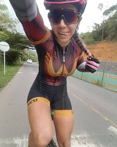 As a beginner mountain cyclist, it is quite natural for you to get a bit overloaded with all the mtb devices that you see in a bike shop or shop. There are numerous types of mountain bike accessori… Cycle Chic, Bicycle Women, Bicycle Girl, Road Bike Women, Scooter Girl, Girls Mac, Sport Outfit, Cycling Girls, Sporty Girls