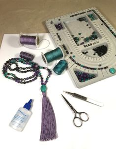 Mala with Tassel – DIY Instructions Mala with Tassel – DIY Instructions – Beads Mala Bracelet Diy, Diy Jewelry Necklace, Jewelry Crafts, Bracelets, Handmade Jewelry, Tassel Necklace, Beaded Jewellery, Wire Jewelry, Necklaces