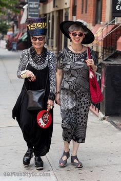 How to develop your own unique style - a style Interview with the Idiosyncratic Fashionistas Street Ware, Stylish Older Women, Style And Grace, My Style, Interview Style, Ageless Beauty, Pure Beauty, Advanced Style, Clothing Sites
