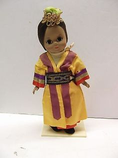 Vintage-Madame-Alexander-8-Bent-Knee-Maggie-Mix-Up-Face-Korea-Doll-MUST-SEE