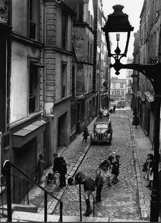 Le passage Julien-Lacroix en 1953. Une photo de © Robert Doisneau (Paris 20ème)