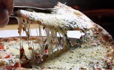 Detalhe da tradicional pizza de marguerita da Camelo