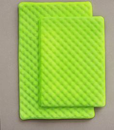 Lime green bath mats to add color in your bathroom