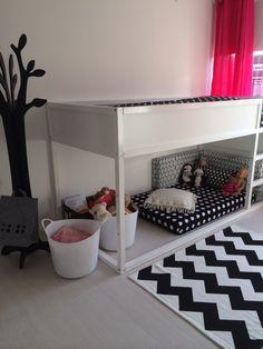 Kamer van Mila Ikea Hack, bed Kura wit gelakt