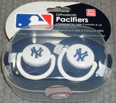 MLB NIB PACIFIER - SET OF 2 - NEW YORK YANKEES
